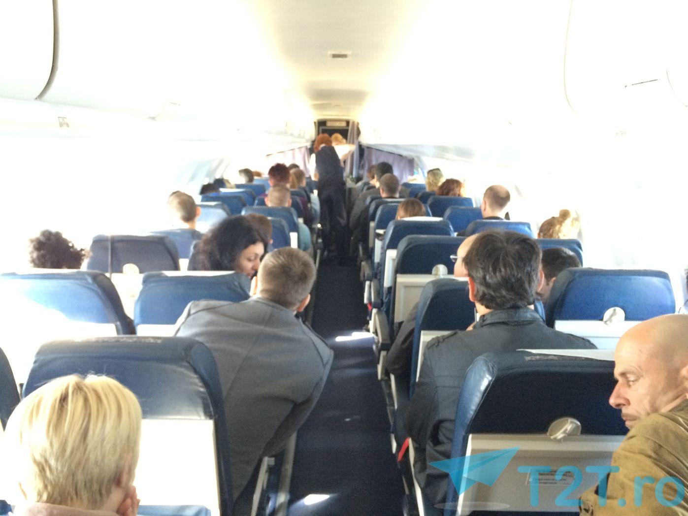 Interiorul unui avion ATR 42-500 din flota Tarom (YR-ATC)
