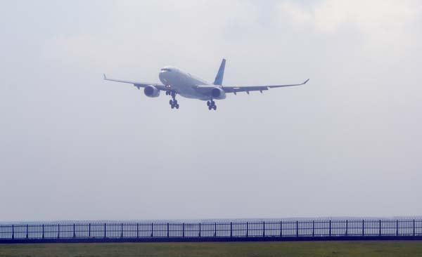Garuda Indonesia Airbus A330 aterizeaza in Bali