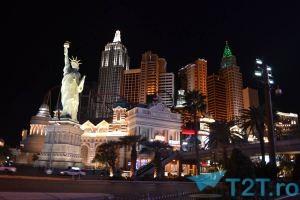Hotel New York New York si rollercoasterul pe timp de noapte