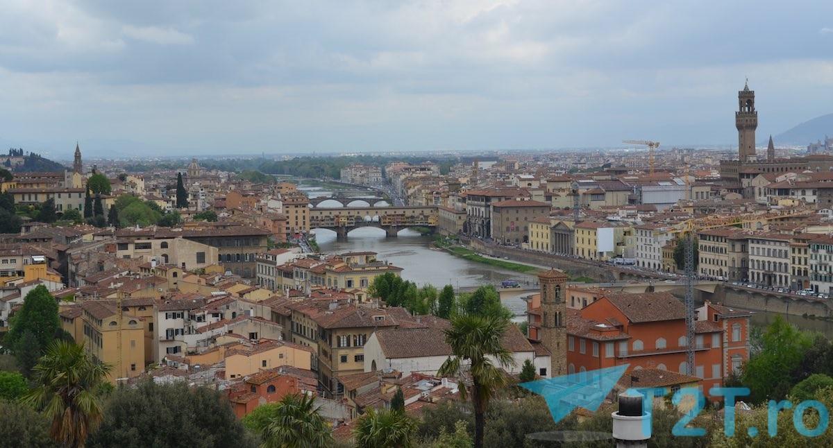 Poduri Florenta vazute de pe Piazalle Michelangelo