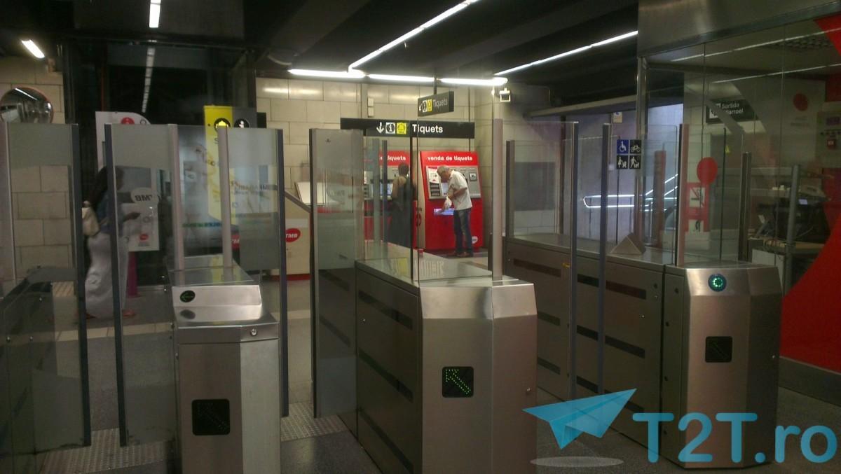 iesirea la metrou din statia Sant Antoni, Barcelona, cu usi de sticla