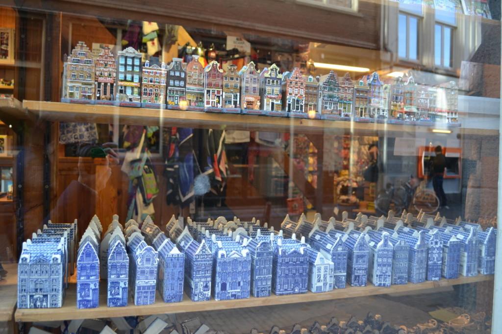Vitrina magazin suveniruri Amsterdam
