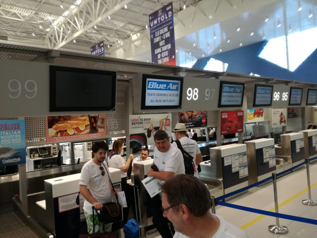 Predare Bagaje la ghișee de checkin Blue Air din Aeroportul Otopeni