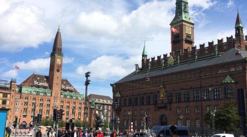 Centrul orașului Copenhaga, în apropiere de Parcul de distracții Tivoli