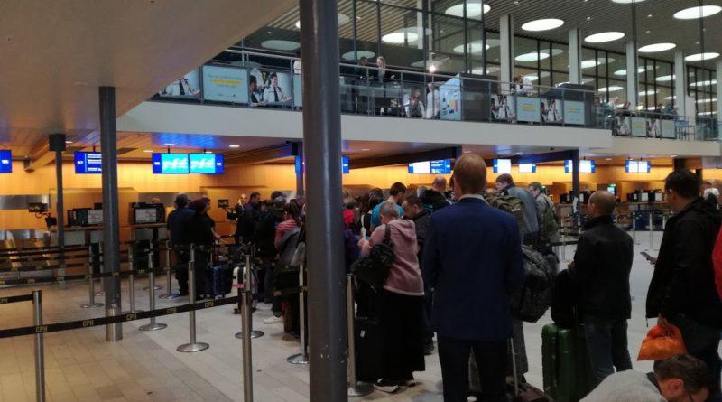 Coadă la check-in pe zborul Copenhaga - București din 18.09.2017