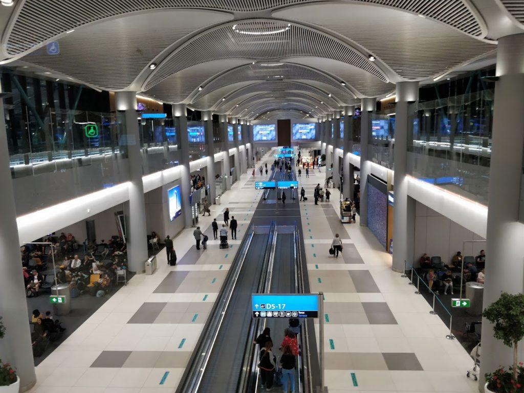 Terminalul de plecări văzut de sus