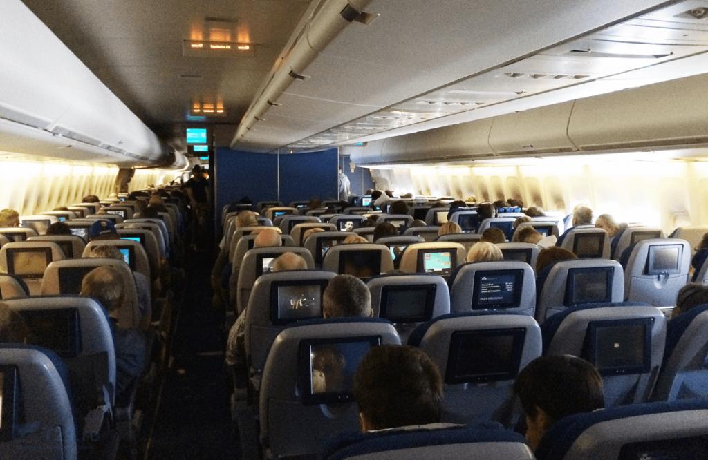 Cabina economy Boeing 747-400